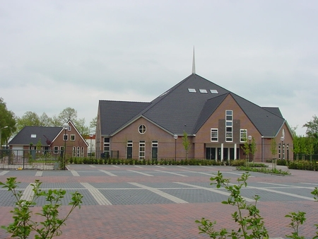 DELIVERY OF 4 LARGE CHANDELIERS CHURCH SCHOONREWOERD NETHERLANDS